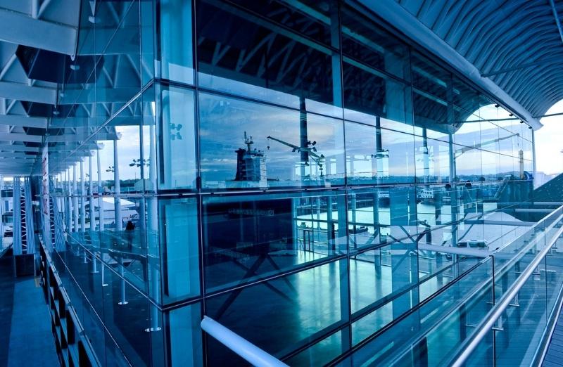 bâtiment en verre - accès